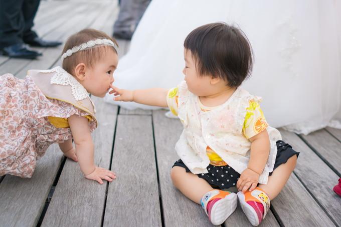 赤ちゃん同士での触れ合いも