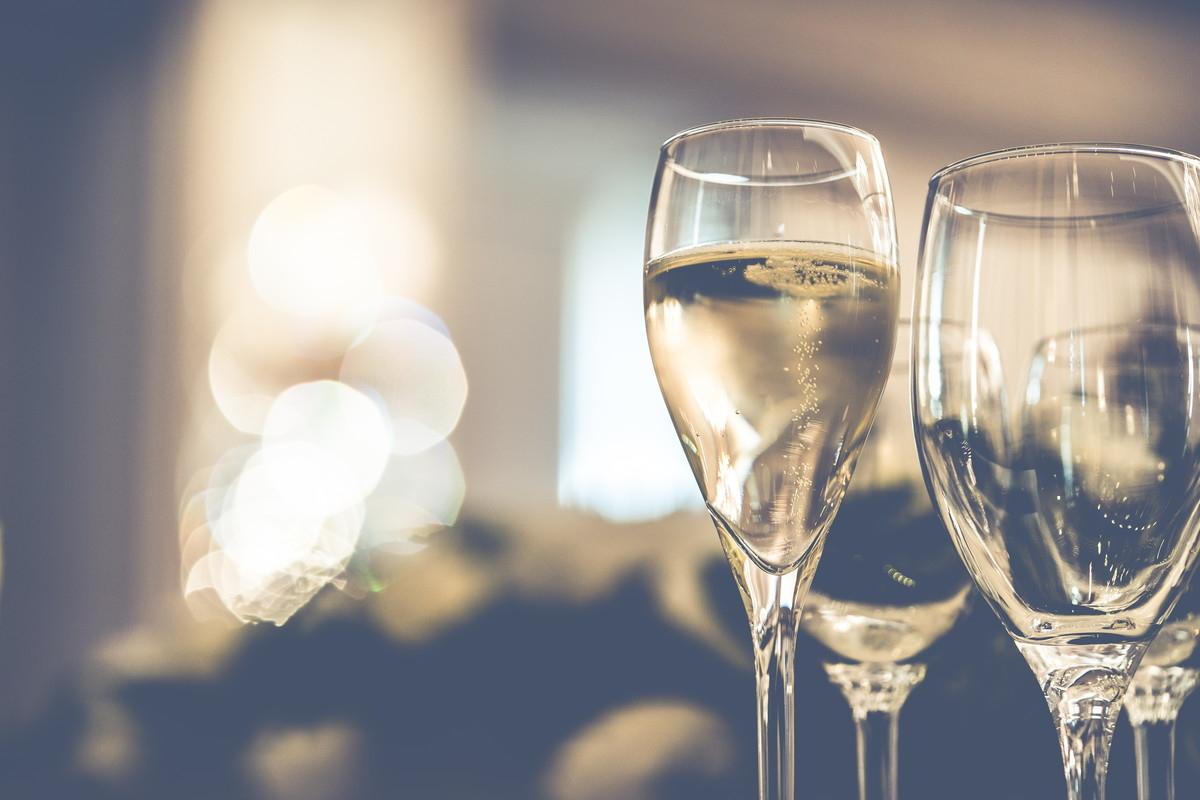 シャンパンの注がれた乾杯グラス