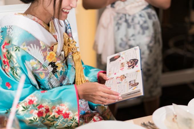 花嫁に渡されたゲストからのサプライズプレゼント