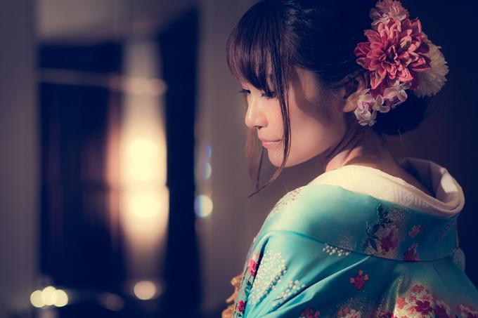 色打掛を着た花嫁の横顔