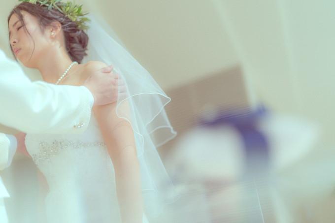ウェディングキスをする花嫁さんの表情