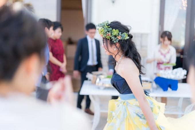 ガーデンで楽しそうな花嫁の横顔