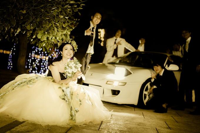 MR2の光に照らされた花嫁