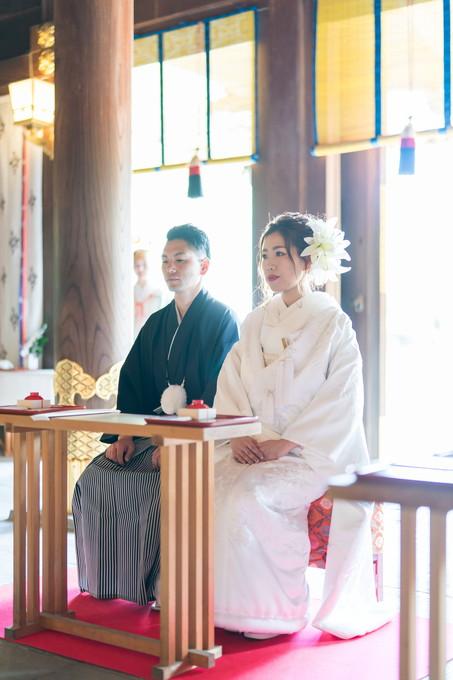 新郎新婦が席について神前式が始まります