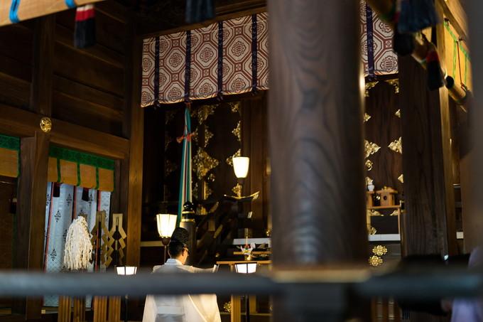 三嶋大社の祭壇と大きな柱