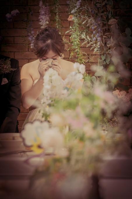 友人のスピーチに涙する花嫁