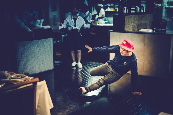 赤い帽子のダンサー