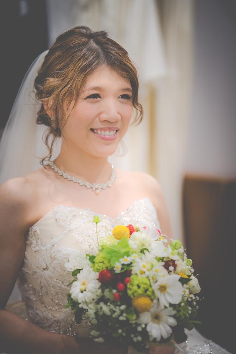 嬉しそうな表情を浮かべる花嫁さん