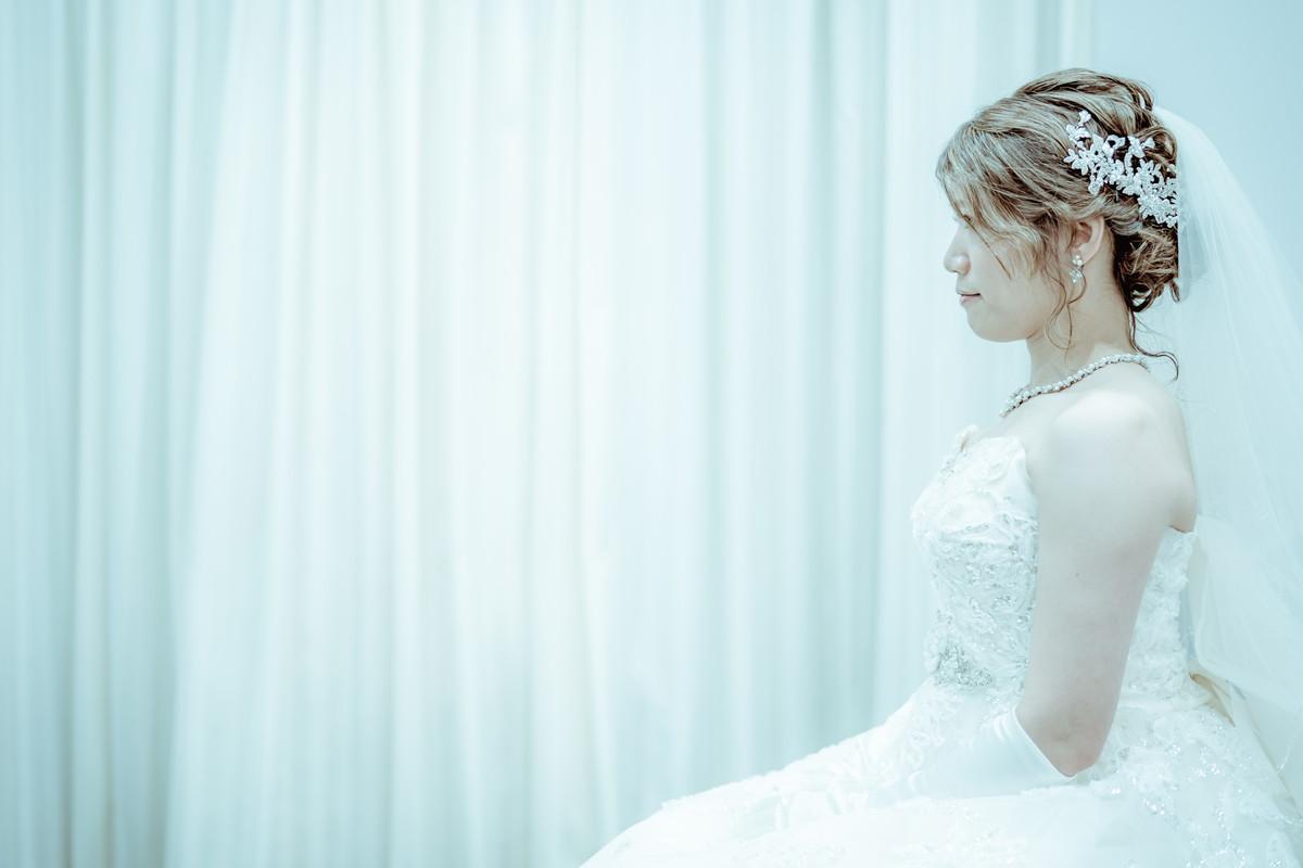 緊張した様子の花嫁さんの横顔