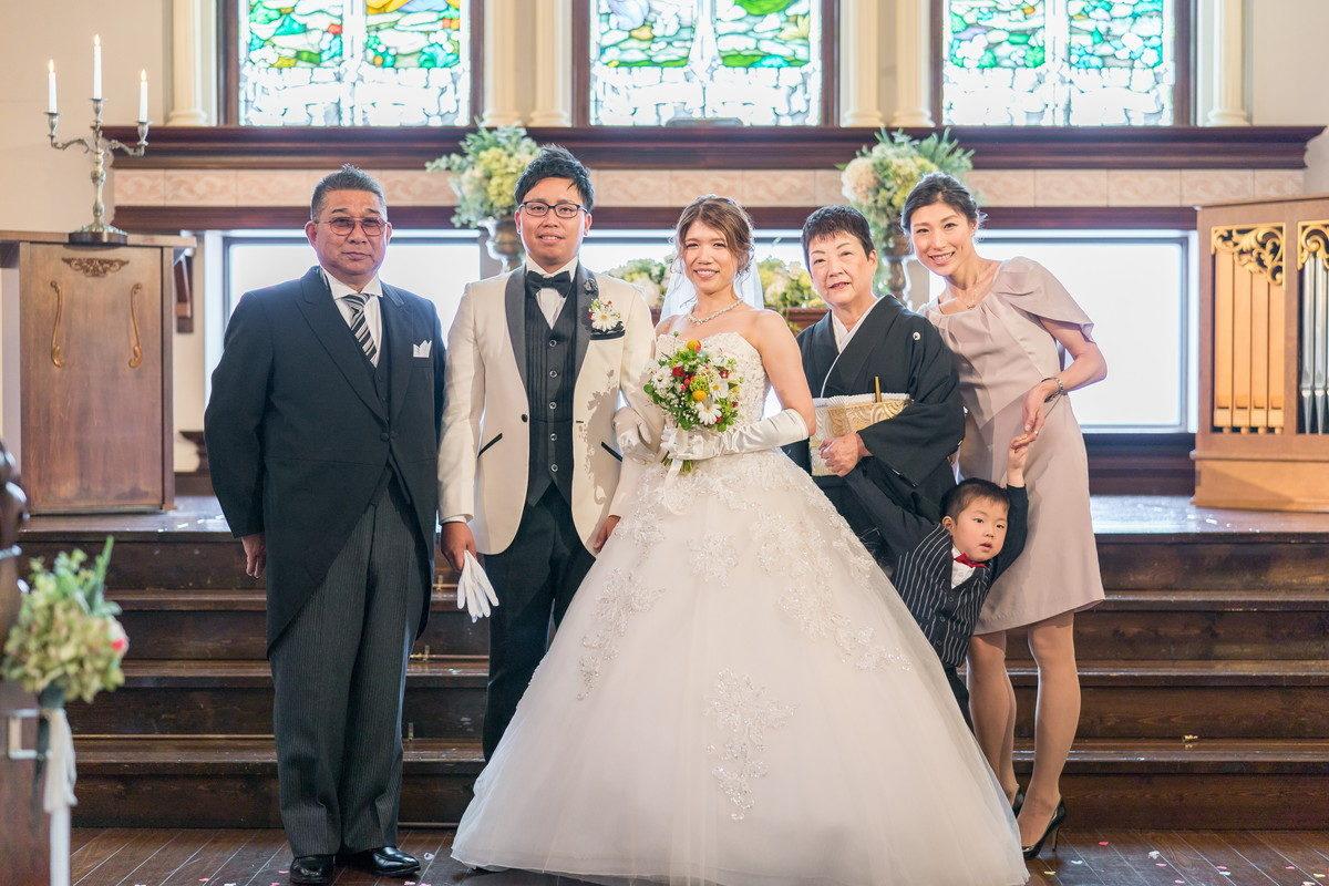 新婦家ご家族で記念写真