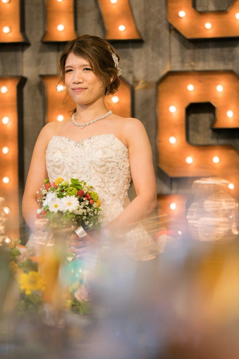 新郎さんのウェルカムスピーチの間も花嫁さん写真を