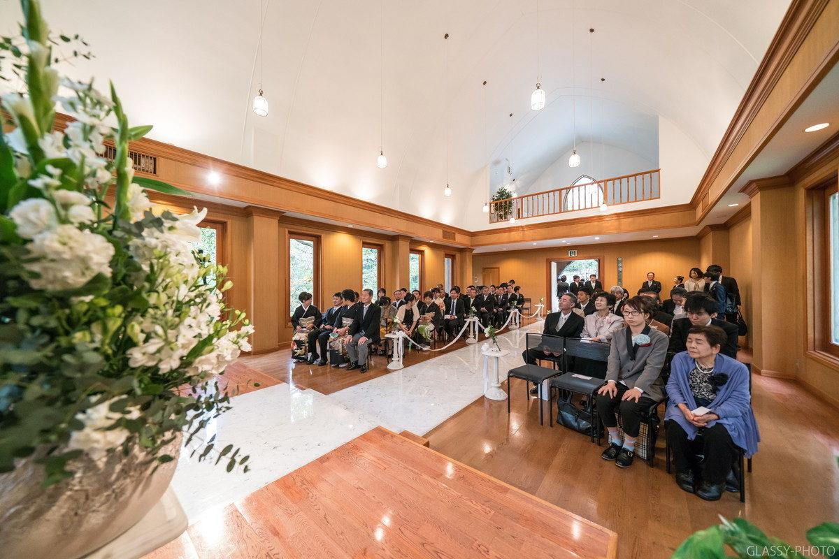 白馬高原教会の内観を広角レンズで撮ると広々