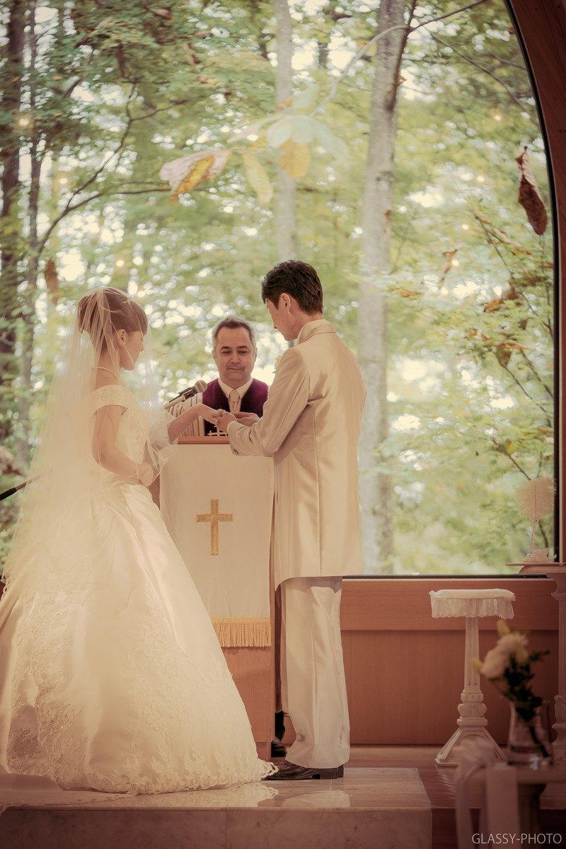 結婚指輪の交換から誓いのキスへ
