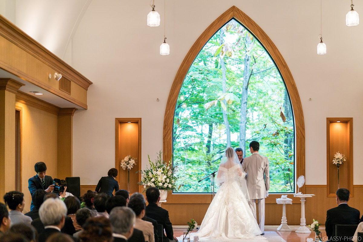 牧師による結婚宣言をうけます