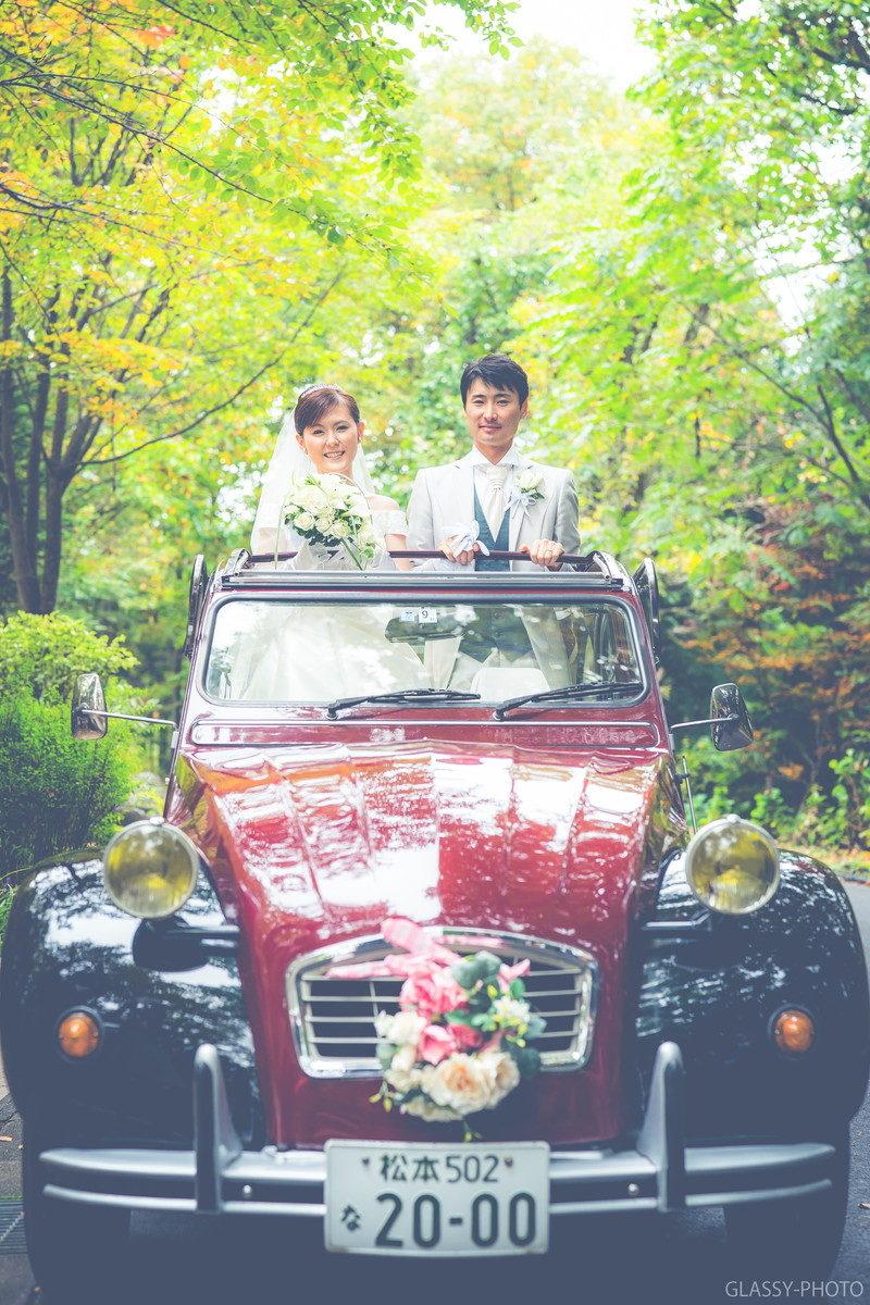 天井オープンの花嫁車は立ったまま写真が撮れます