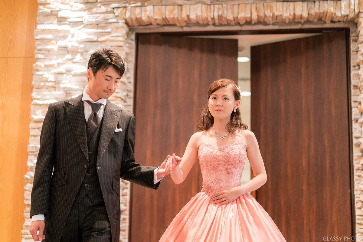 新郎が花嫁を迎えに上がります