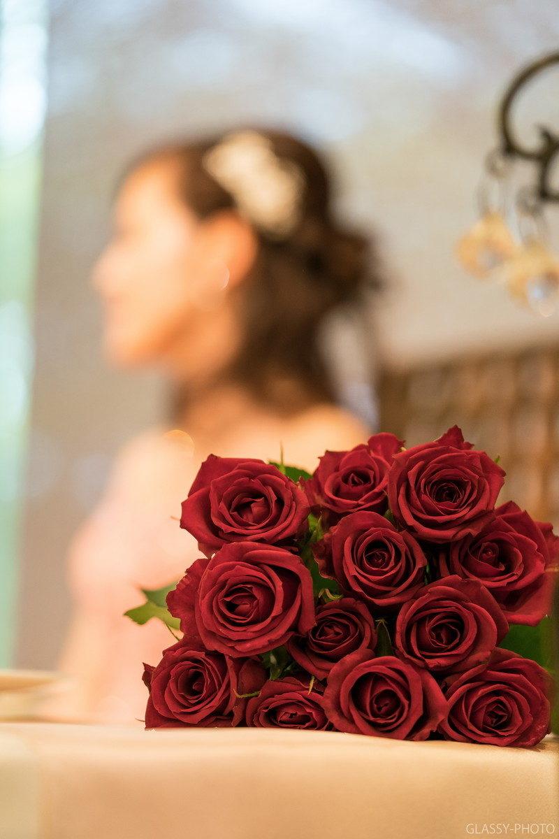 新郎より渡された12本のバラ