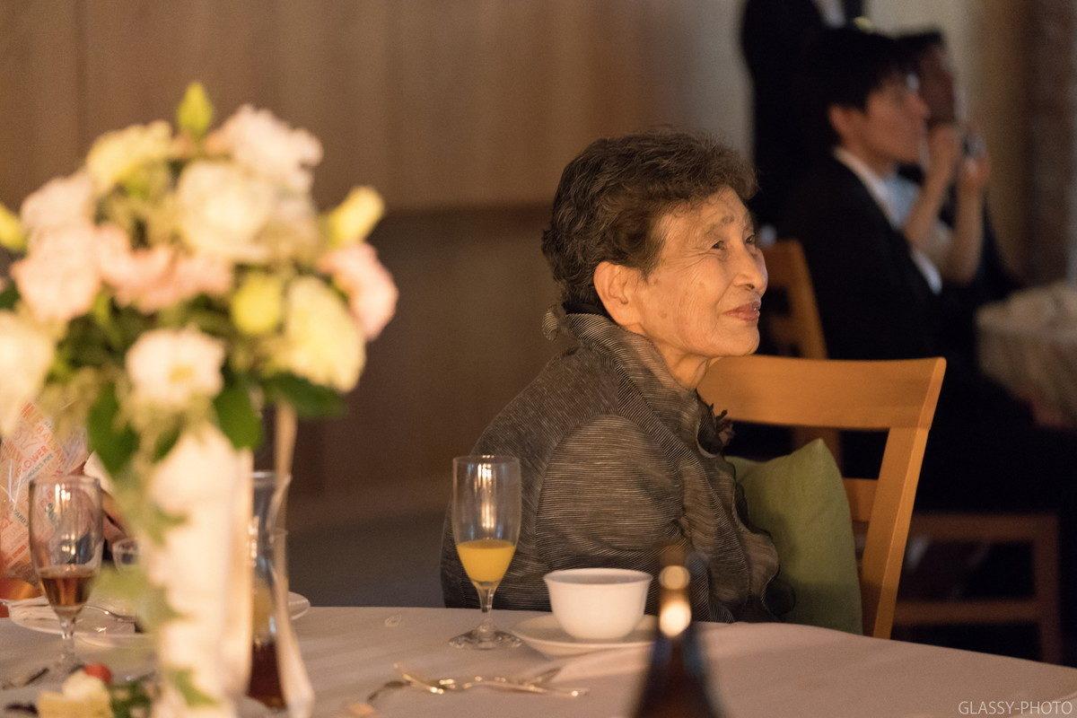 エンドロールを笑顔で見るおばあちゃん