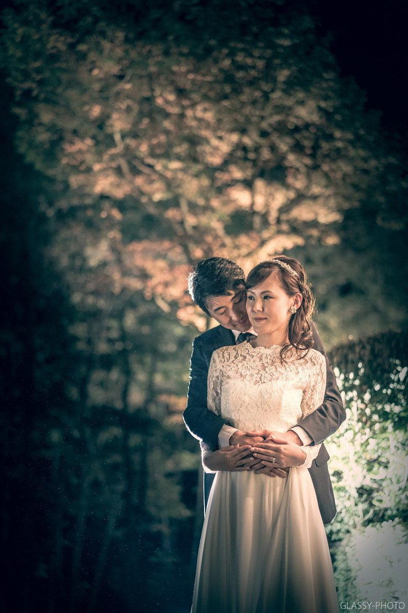 とても幸せそうな表情で未来を見つめる花嫁と新郎