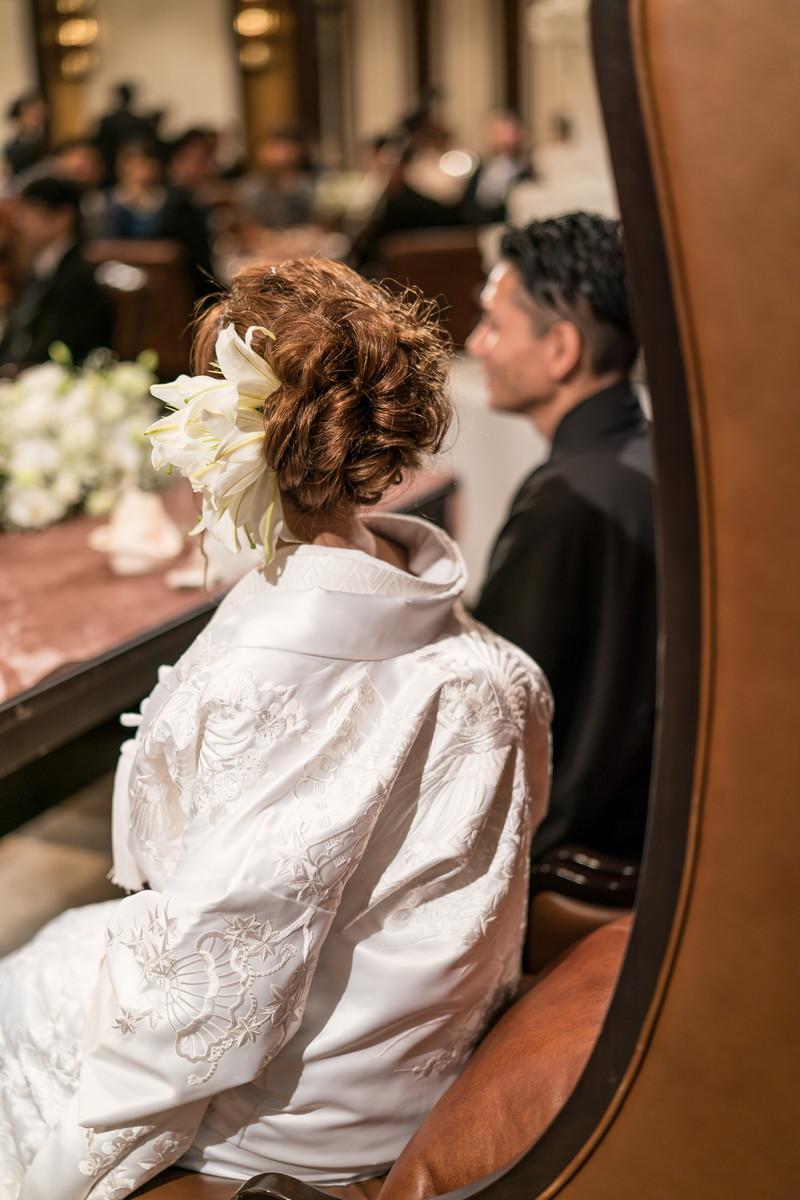 和装姿の花嫁さんの座る姿勢
